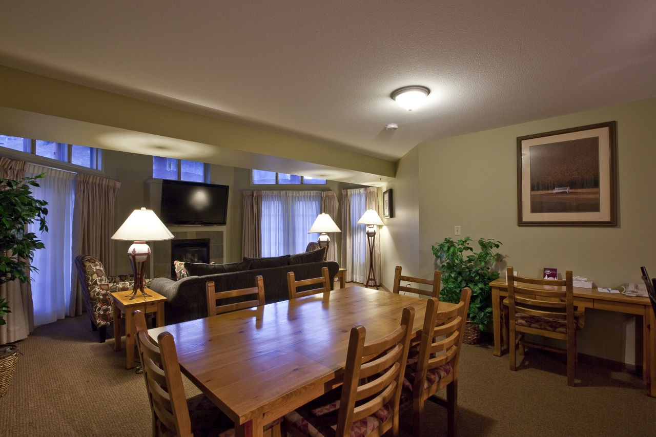 One-bedroom Master Suite Living Room