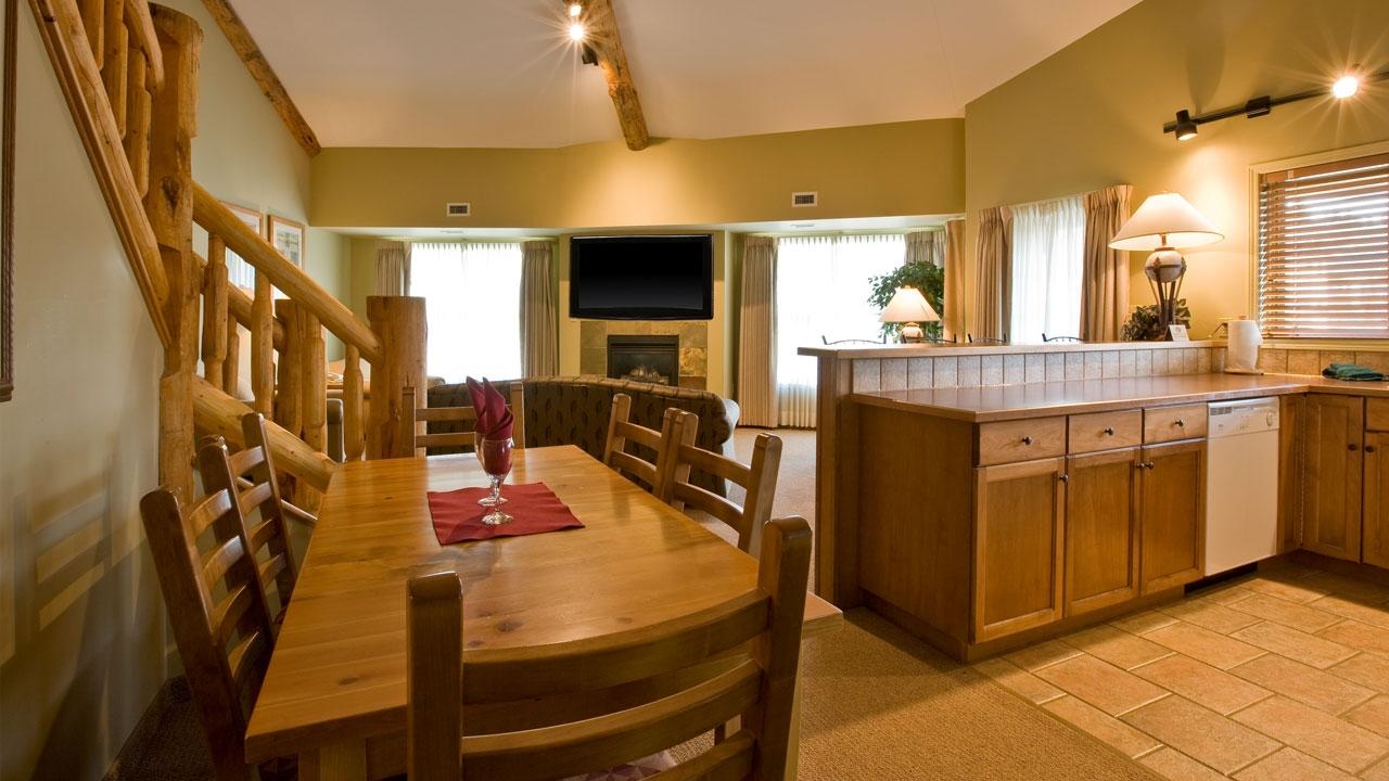 Loft Suite - Living room/Dining room